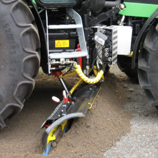 Traktorin alusterä AJO AT 180 terä alhaalla